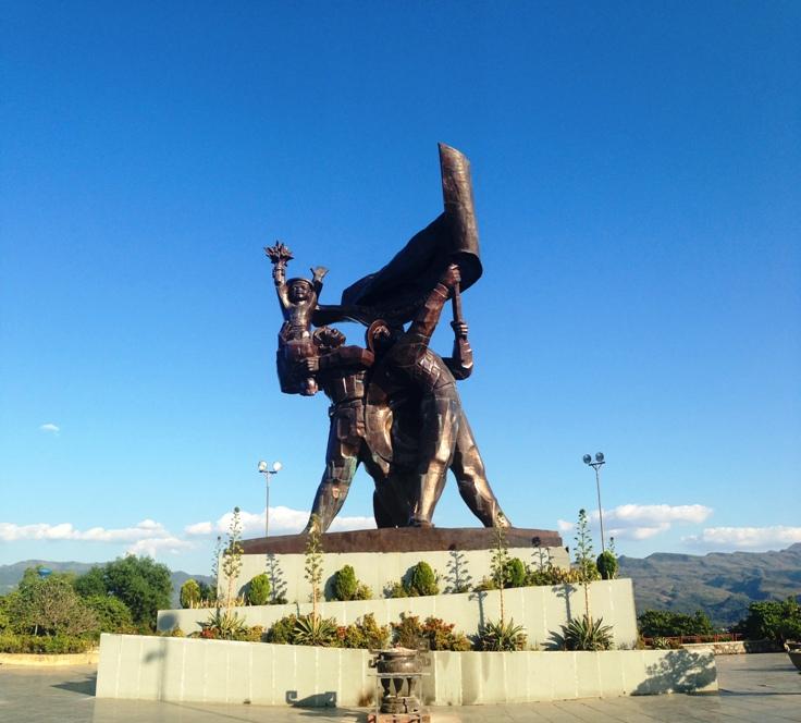 Tượng đài Quyết Chiến Quyết Thắng trên đỉnh đồi D1