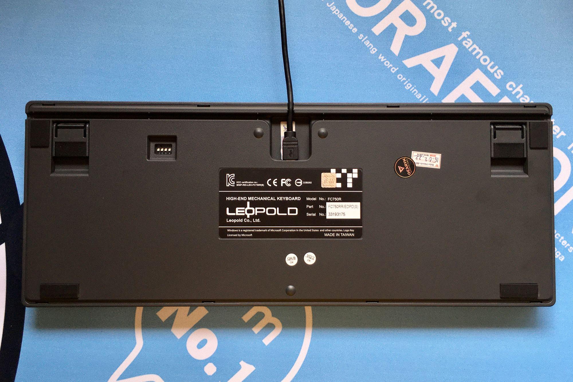 Mặt đáy với 3 đường đi dây và DIP Switches